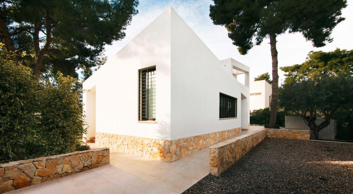 01-Mas-millet--arquitectura-e-interiorismo-obra-nueva-chalet-vivienda-unifamiliar-moderna-rustica-valencia-diseño-de-interior-mobiliario-arquitecto-minimalista