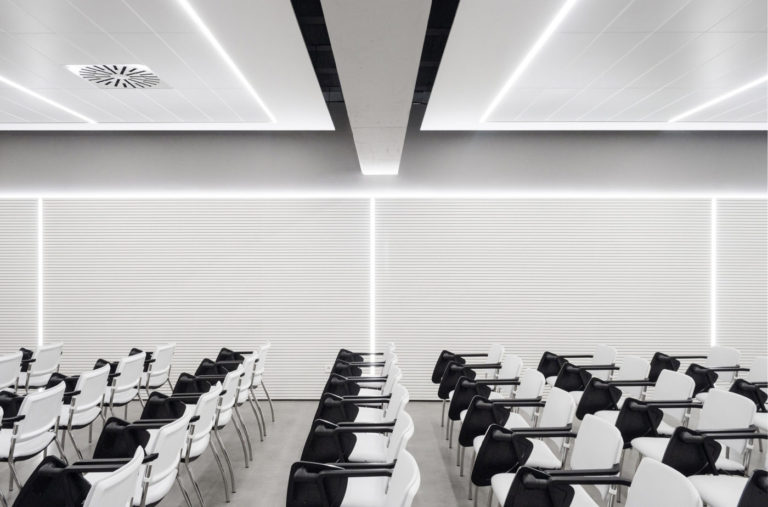mas millet arquitectura interior reforma sala conferencias colegio medicos valencia mobiliario minimalista flexibilidad luz arquitecto