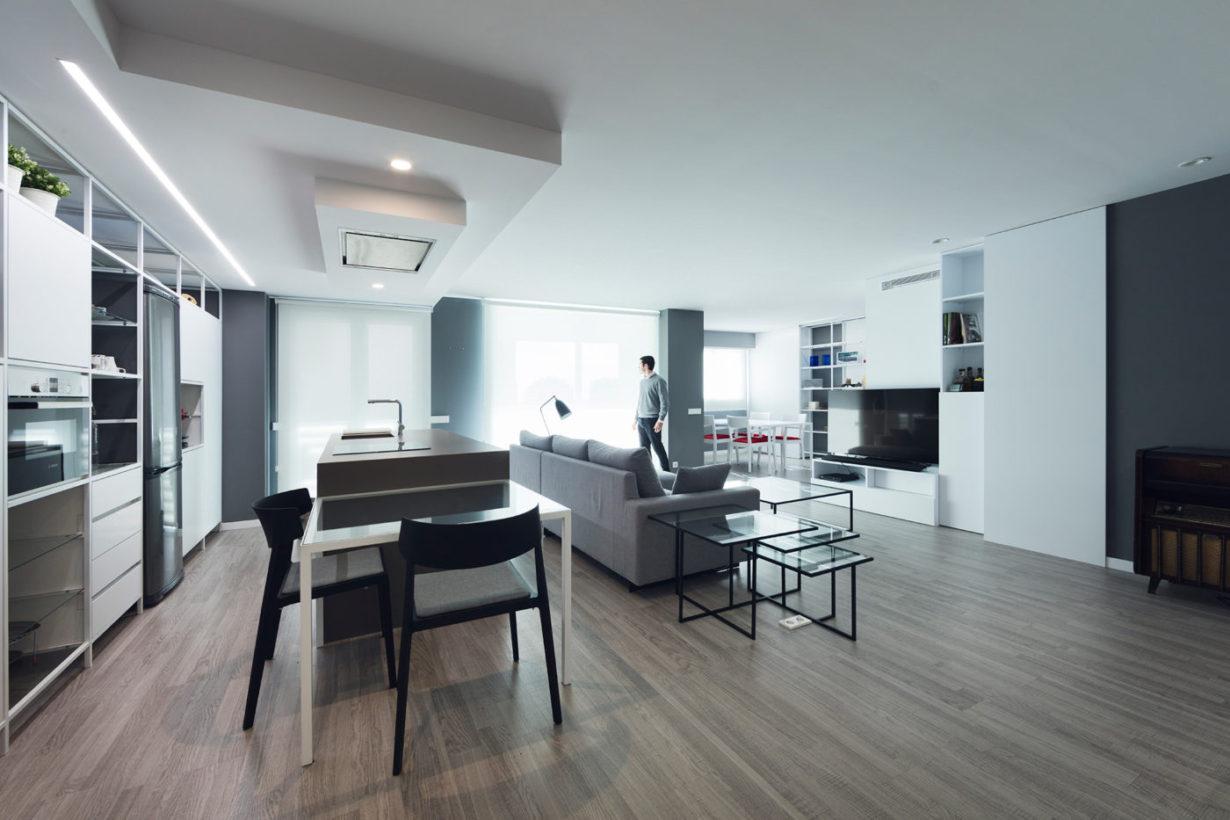 03-Mas-millet--arquitecto-arquitectura-e-interiorismo-reforma-integral-moderna-piso-valencia-carpinteria-de-madera-mobiliario-a-medida-salon-cocina-minimalista
