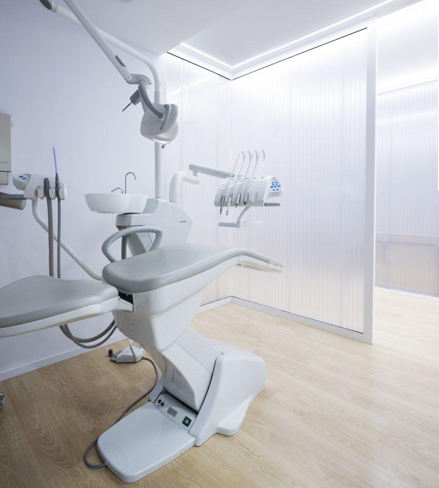 mas millet arquitectos arquitectura interiorismo reforma local valencia clinica dental gandia minimalismo