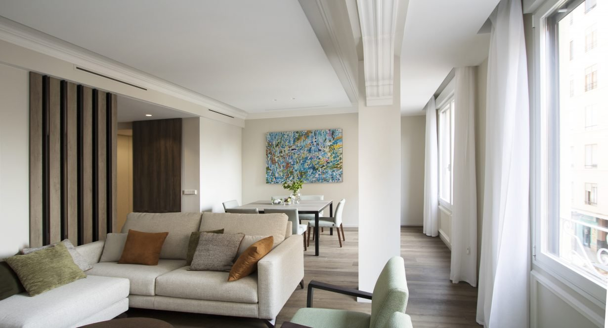arquitectura interiorismo reforma valencia casa quart salon comedor arte molduras