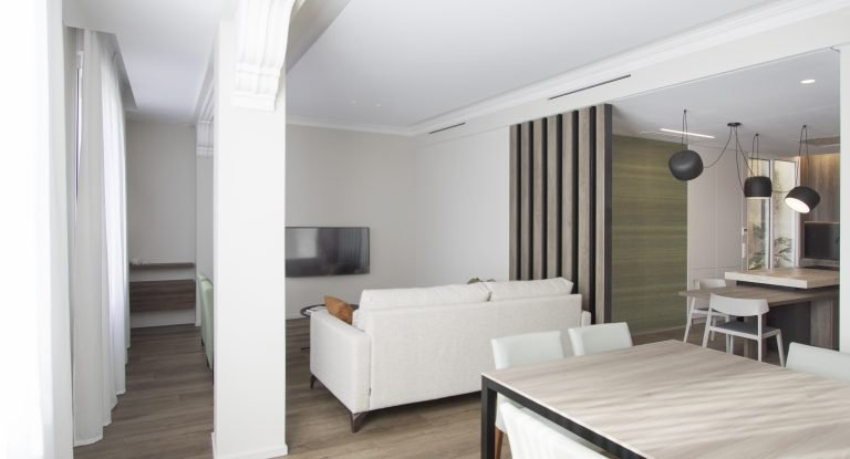 arquitectura interiorismo reforma valencia casa quart salon comedor cocina celosia