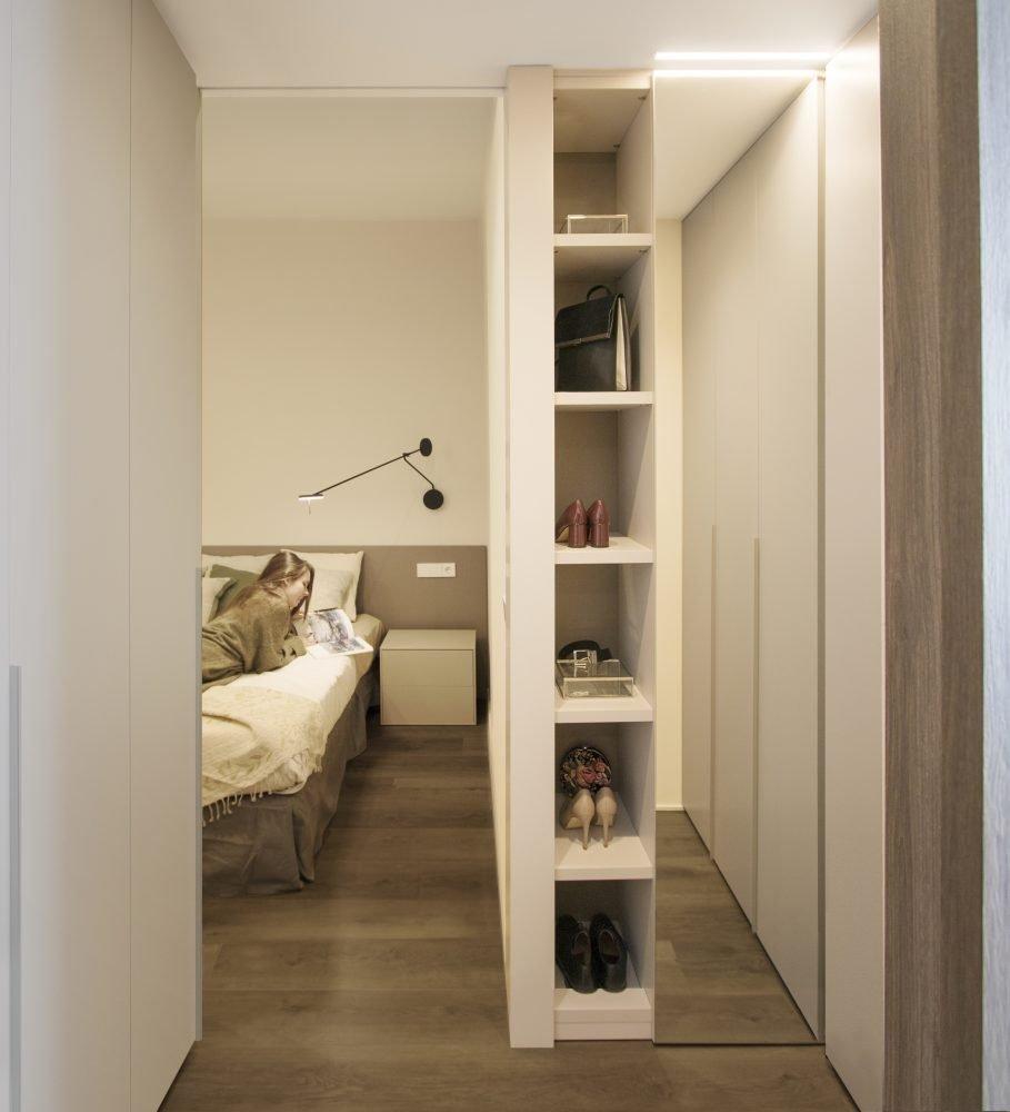arquitectura interiorismo reforma valencia casa quart vestidor tobisa estanteria abierta armario dormitorio principal suite